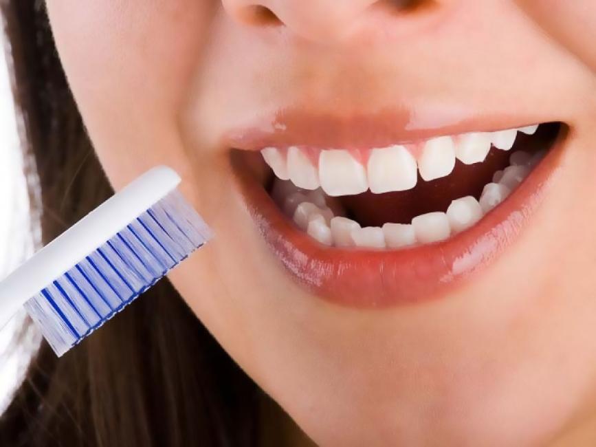 malo-sangren-encias-al-cepillarnos-dientes