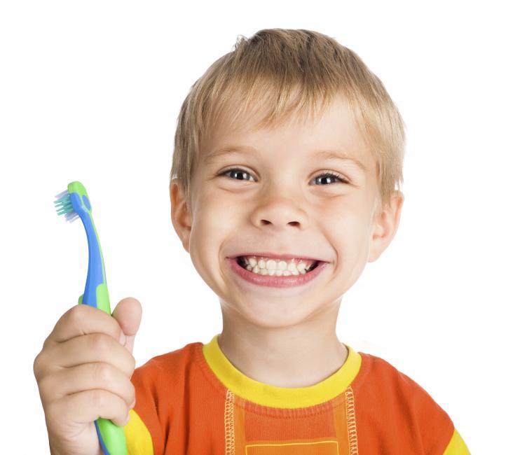 necesario-cepillar-dientes-leche-ninos
