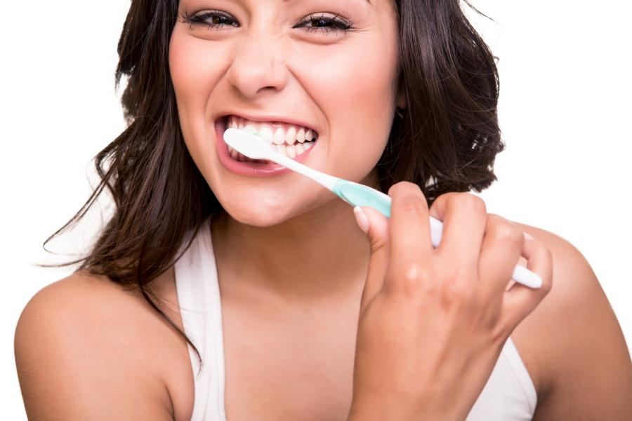 ocurre-si-nos-cepillamos-dientes-demasiado-fuerte