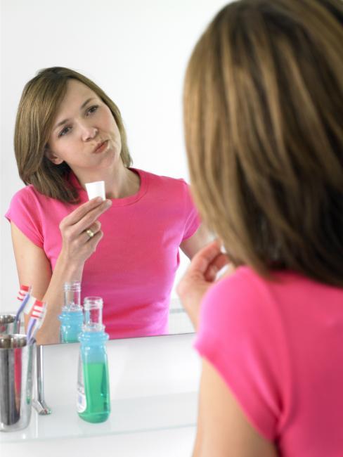 beneficios-enjuagarse-boca-clorexidina