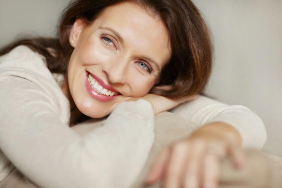 como-afecta-menopausia-salud-nuestra-boca